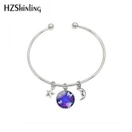 Nueva moda mágica encantadora azul neón mariposa pulseras joyería mariposas estrella luna cúpula colgantes artesanía pulsera desde fabricantes