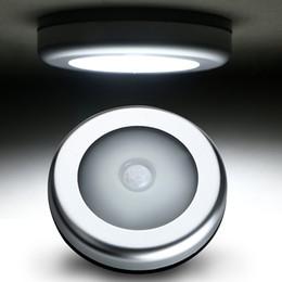 selbstsensor bewegungsmelder Rabatt Intelligenter Infrarot-PIR-Bewegungssensor 6 führte Nachtlicht magnetischer drahtloser Detektor-Licht-Wandleuchte-Licht-Auto auf / aus Schrank