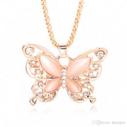 Mariposa dorada online-Collar de la mariposa del encanto del regalo de la cadena del oro de Rose de oro de la cadena collar plateado bellamente Opal mariposa colgante del collar del suéter