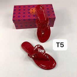 T-shirt de tiras on-line-2019 New Fashion Italy Summer Tory brand Slippers Women T-strap Flip Flops Thong Sandals Designers Buckle Strap Lady Slides Women Shoes