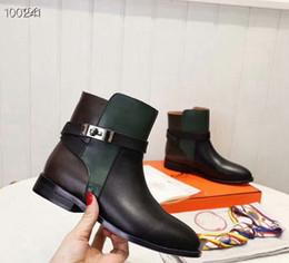 marcas famosas de botas de couro Desconto H918 Moda Designer europeu famoso Marca Mulher Botas da bracelete botas para mulher fivela metálica Martin Barcos bota de couro britânica 10 + Cor