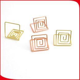 Namen tabellen online-Quadratische Form Hinweis Clamp Goldene Farbe Schreibtisch Kartenhalter Tabelle Galvanisieren Name Kartenhalter Neue Ankunft 0 9zq L1