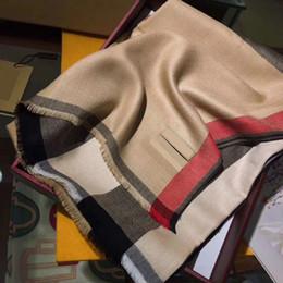 Großhandel Freizeit 180 * 70cm 4 Farbe karierter Schal Schal Männer und Frauen klassische Art und Weise vier Jahreszeiten Herbst und Winter Schal Schal von Fabrikanten