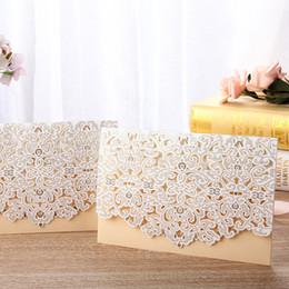 2019 amostras de cartões de convite 1 PC Amostra Cartão de Convite de Casamento Convites de Casamento A Laser Cut Floral Lace Bege Vermelho Azul Bege Fontes Do Partido de Noivado amostras de cartões de convite barato