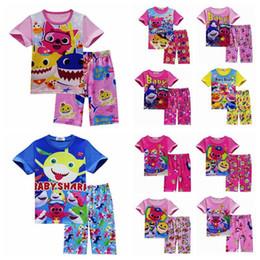 2019 dibujos animados pijama 11 Estilos 2 unids / set INS Kids Baby Shark Pijamas de manga corta Conjunto de dibujos animados Animal Shark T Shirt + Pantalones Trajes Ropa para el hogar CCA11323 12set rebajas dibujos animados pijama