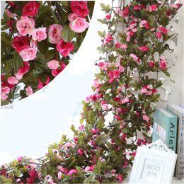 rebstöcke großhandel Rabatt 240 CM Hochzeit Dekorationen Künstliche Gefälschte Seide Rose Blume Vine Hängen Girlande Party Home Decor Dekorative Blumen Kränze Großhandel H119