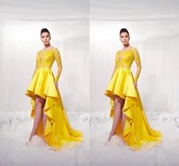 Vestido de vestido alto e alto amarelo on-line-Nova Amarelo Curto Frente Longo Voltar Homecoming Vestidos com Ilusão Mangas Compridas Modesto Applique Alta Baixa Prom Vestidos de Festa para As Meninas