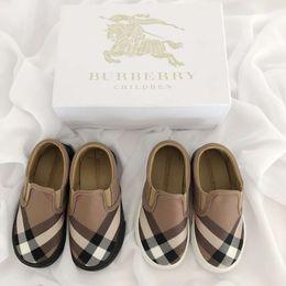 Niños niñas zapatos casuales online-BURBERRY GG003 Moda Hot Kids Diseñadores de BBR Zapatillas de deporte casuales Niños Chicas Carta Patrón Zapatos para niños