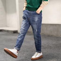 Chicos agujeros jeans online-Denim niños Pantalones Adolescente Diseñador Agujero rasgado Jeans Big Boys flaco Pantalones para niños Ropa para niños al aire libre Ropa Casual 12-15T 06