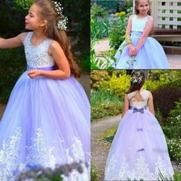 освещение для свадеб Скидка Светло-фиолетовое платье для девочек-цветочниц для западного сада Свадьба Принцесса с круглым вырезом с бисером Аппликации Спинки Длинное платье для причастия с днем рождения