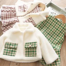 2019 casaco de lã e lã Lady estilo crianças trajes meninas velo de lapela xadrez dupla bolso do casaco + malha vestido de colete de lã 2pcs define inverno novas crianças roupas J0772 desconto casaco de lã e lã