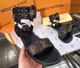 Sandali da gladiatore 35 donne online-Le più nuove donne di lusso popolare sandalo in pelle sorprendente stile gladiatore designer in pelle suola perfetta tela piatta sandalo tinta unita 35-41