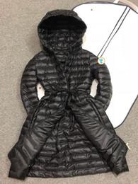Chaqueta con capucha negra para las niñas online-2019 chica de la marca Duck down parkas para las mujeres de invierno famosa chaqueta abajo abrigo largo con capucha negro de lujo Slim fit ropa de mujer