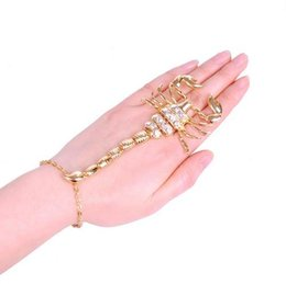 Goldtone Akrep Ayarlanabilir Parmak parmak ve El Zincir kombinasyonu Bilezik Moda charms Takı B007 nereden akrep takılar tedarikçiler