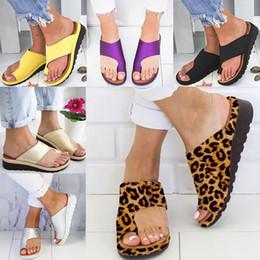 Dedos dos pés grandes chinelos on-line-Mulheres Chinelos Chinelos Sandálias de Plataforma Das Senhoras Tanga Macia Toe Grande Pé Corrimento Ortopédico Joanete Corrector Casa Sapatos 7 cor FA2102