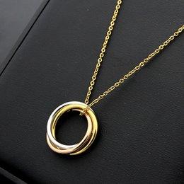 anelli oro design misto Sconti Le donne di lusso di design in acciaio al titanio gioielli amano la collana di alta qualità Tre anelli in oro rosa argento Mix Ciondolo Collane donna uomo regali