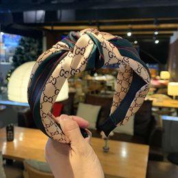 Fasce di capelli occidentali online-Fascia rossa e verde a righe retro coreano web celebrità fascia ampia lato dei capelli di seta cuciture stile annodato fascia annodata