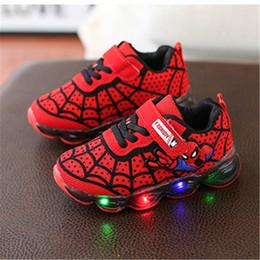 Scarpe sportive per bambini Scarpe lampeggianti 18 Nuovi ragazzi e ragazze Scarpe da corsa traspiranti in mesh Luci LED Spider-Man da tessuti per tappi fornitori