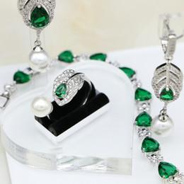 2019 collar esmeralda de la boda fija 925 Conjuntos de joyas de plata esterlina nupcial verde CZ blanco perlas para las mujeres Pendientes de boda / colgante / collar / anillo / conjunto de pulsera