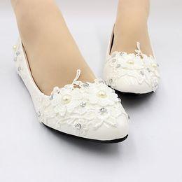 Zapatos de las mujeres del cordón de las perlas de marfil para el banquete de boda cenas de los proms Ocasiones fiesta de la ceremonia de encaje blanco zapatos de baile zapato desde fabricantes