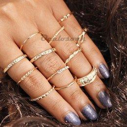 2019 le ragazze squillano il formato delle dita 12pcs Knuckle Rings Set elegante retrò in lega scolpita più dimensioni anelli di barretta impostati per le donne ragazze color oro sconti le ragazze squillano il formato delle dita