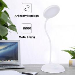 le luci scandinave dell'ufficio principale Sconti ricarica intelligente bambini bianchi lampada da tavolo occhio il controllo vocale touch sensing lettura lampada da tavolo USB Bluetooth