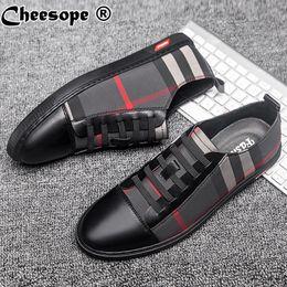 Scarpe da ufficio in pelle di mens online-Plus Size Genuine Casual Leather Mens Shoes Men Dress Shoes Leather Trend Uomo Brand Business Office Luxury Piccola scarpa bianca
