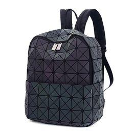 Wholesale 2017 Japan Style Laser Holographic Mulheres Bao Noite Luminous Backpack acolchoado mochila Bag Geometria Diamante Mochilas para o curso