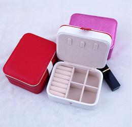 Venta caliente de tres capas botón de cuero caja de joyería RingEarring Holder caja de presentación portátil de viaje de joyería organizador cajas de regalos desde fabricantes