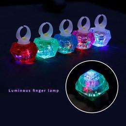 Bagues en plastique pour les doigts en Ligne-Anneau de Diamant En Plastique LED Anneau De Luminescence De Noël Halloween Lumineux Doigt Lampe Parti Fournitures Favor Performant Props