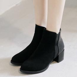 2019 botas de estilo británico Botas de marea contratadas estilo europeo Mujer Estilo británico Elegante Tacón grueso Botas de ante Martin Nuevos zapatos de tacón alto botas de estilo británico baratos