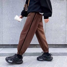calças de veludo para homens preto Desconto 2018 dos homens do inverno de impressão tarja calça casual engrossar veludo moda tendência em quente de alta qualidade preto / marrom calças tamanho s-xl