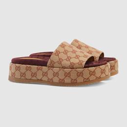 sandalias casuales de las señoras nuevo estilo Rebajas 2019 nuevo estilo de diapositivas 573.018 sandalia de las mujeres de alta calidad clásico de la manera señoras de los diseñadores chanclas superior Popular marca de 35-40