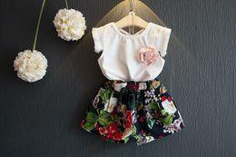 short floral fille t shirt ensemble Promotion Nouveau design bébé filles tenues de mode d'été blanc T-shirt débardeur gilet avec manchon de gland + shorts floraux 2pcs ensemble bébé filles vêtements ensemble