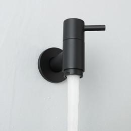 Jardín de montaje en pared online-Jardín al aire libre Montado en la pared Lavabo Grifo Cuarto de baño Lavadora Grifo de agua de latón macizo Grifo único del fregadero frío