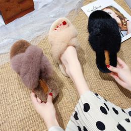 Cuir en Ligne-Pantoufles Fourrure Faible Luxe Diapositives Chaussures Shose Femmes Flock En Peluche Designer 2019 Plat En Caoutchouc De Base PU Cross-Tied Bonded Leather