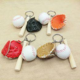 Bat keychains online-Softbol Béisbol Llaveros Bola Llavero Guantes de béisbol Bolsa de murciélago de madera Colgante Encanto Llavero Bolsa de colgantes de regalo GGA1788