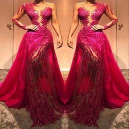 Longue robe de soirée rouge une épaule en Ligne-Sheer une épaule en dentelle à manches longues de bal Robes de soirée Sheer Tulle Paillettes Cristaux Robe froncée Tapis rouge de robes de soirée