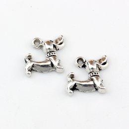 Colgante de perro salchicha online-Plata antigua Dachshund Dog Charm Colgantes Joyas de la aleación DIY Fit Pulseras Collar Pendientes 200 Unids / lote 12.5x12.8mm A-438