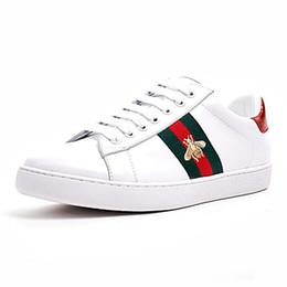 huge discount 795ed db8b0 Pas cher De Luxe Hommes Femmes Designer Sneaker Casual Chaussures Bas  Italie Ace Bee Stripes Chaussure Marche Sport Baskets Chaussures Pour Hommes