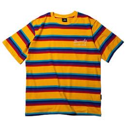 Camisetas de moda coreana online-2019 Harajuku Rainbow Stripe T Shirt Hombres Hip Hop Streetwear camiseta Verano Moda bordado camiseta amarillo púrpura estilo coreano