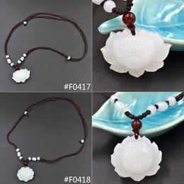 Colgante de loto tallado online-Venta al por mayor-mano tallada Natural blanco Jade Lotus colgante perlas decoración tejida collar