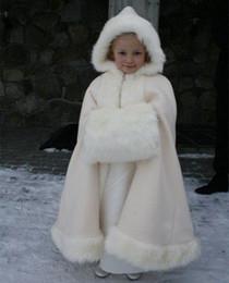 2019 vestido de casamento marfim de peles 2020 Inverno Quente Floristas Faux Fur envoltório de marfim Fur Xaile Cloaks Jacket Boleros vestidos de casamento Shrug Little Children Cap Enrole vestido de casamento marfim de peles barato