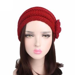 Боковые крышки для девочек онлайн-Девушка стрейч вязаная шапка женская зима теплая повседневная cap сторона трехмерной ручной работы цветок уха защитная крышка