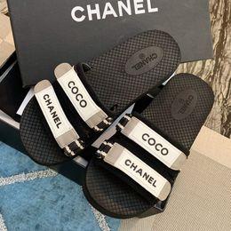 chaussures de marque en tissu Promotion La marque de luxe 2019 designer de mode femmes bascule coton tissu sandales d'été plage pantoufles plates chaussures de sport de haute qualité avec la boîte