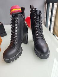 Style européen classique, chaussures pour dames, chaussures, bottes Martin, bottes de motocycliste, bottes sexy, décoration de lettre, fond en caoutchouc à talons hauts ? partir de fabricateur