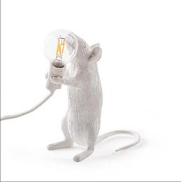 chiaro candelabri matrimonio Sconti LAMPADA MOUSE LED E12 Lampade da scrivania topo topo animale bianco nero Luci Luci notturne in resina Lampade da tavolo art mouse in oro animale Luci