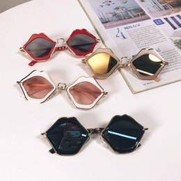 Brille geschnitten online-Kinder Lippen Sonnenbrille Kinder Lippen Rahmen Sonnenbrille Baby Travel Goggle Brillen Fashion Cut unregelmäßigen Sonnenbrille GGA2205