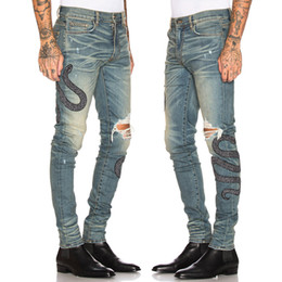 stickerei-designs hose Rabatt Männer Schlange Stickerei Patches Slim Fit Bein Stil Gebrochene Jeans Herren Luxus Design Denim Baumwollhose