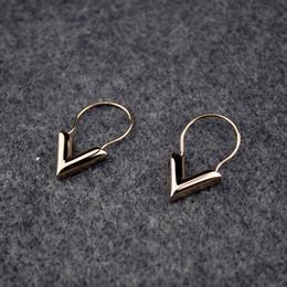 2019 orecchini a forma di Orecchini da donna in acciaio al titanio a forma di V Orecchini da donna in argento piccoli orecchini San Valentino Fine Jewelry sconti orecchini a forma di